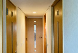 内装「クロス」(壁紙・天井や建具など)の貼替工事。